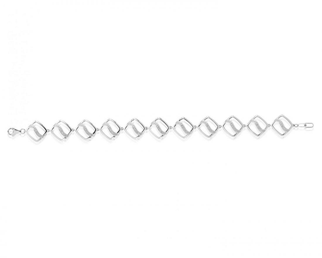 A flexible link bracelet with diamond accents