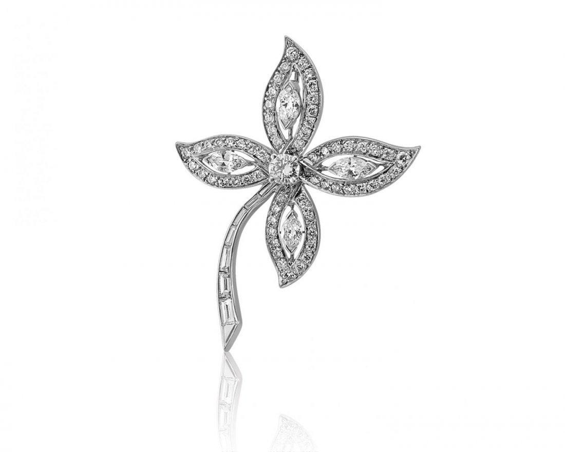 A fine diamond brooch