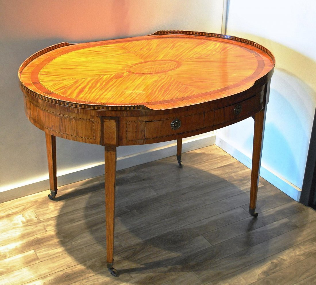 A SATINWOOD DUTCH CENTRE TABLE WITH INLAID PARQUETRY,