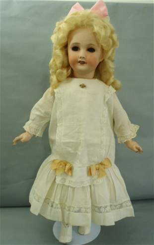 """Unis France Jumeau walking and kiss throwing Doll 22""""T"""