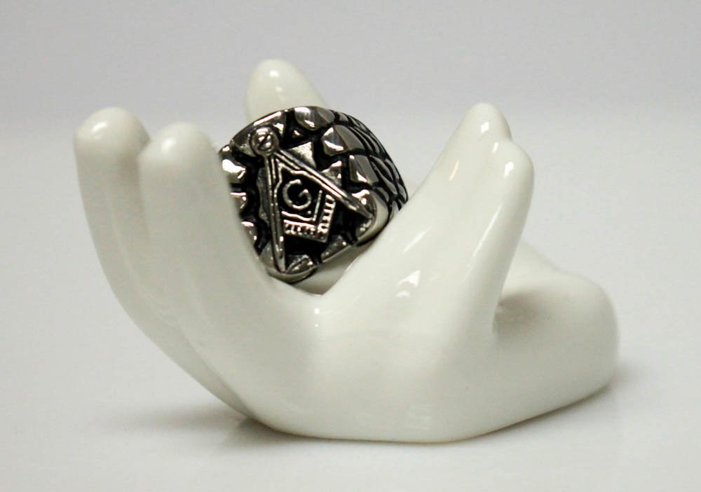BLACK AND SILVER COLORED MASONIC RING