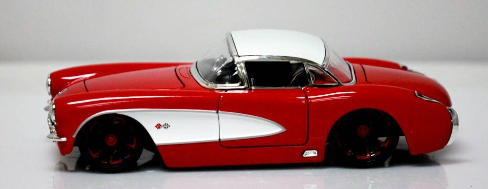 COLLECTIBLE 1957 CANDY RED CHEVY CORVETTE DIECAST MODEL