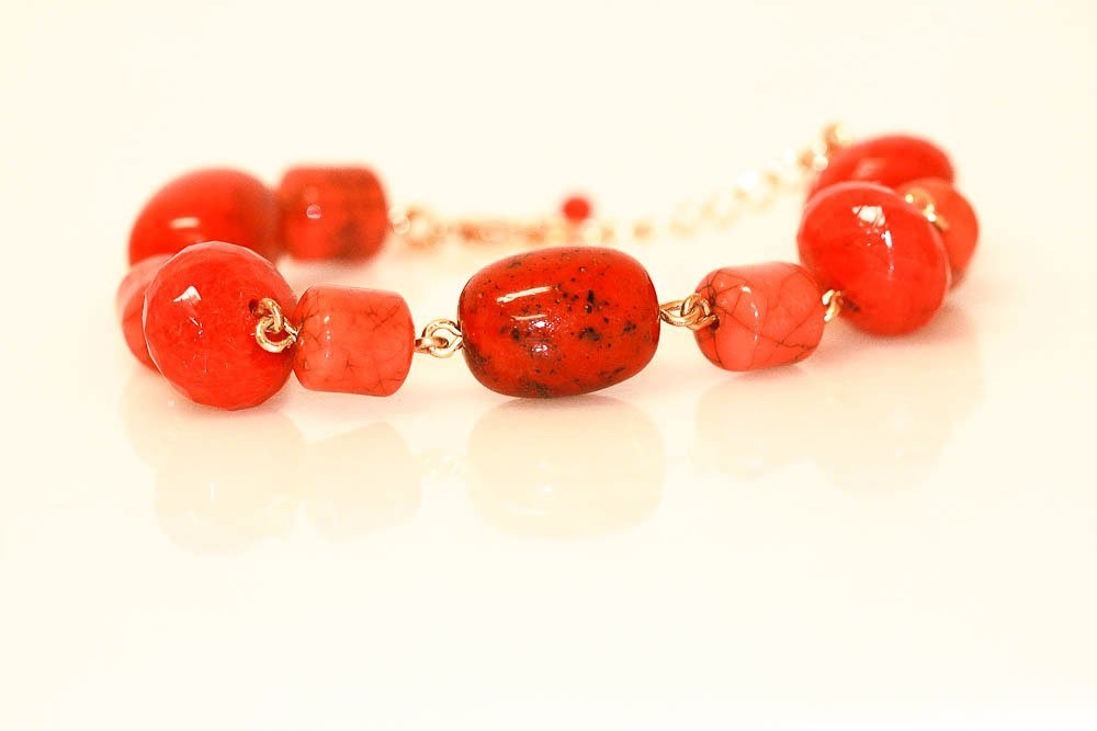 AVON FIJI BLISS BEADED BRACELET CORAL COLOR