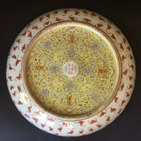 A Magnificent Famille-rose Porcelain Plate,18/19th C