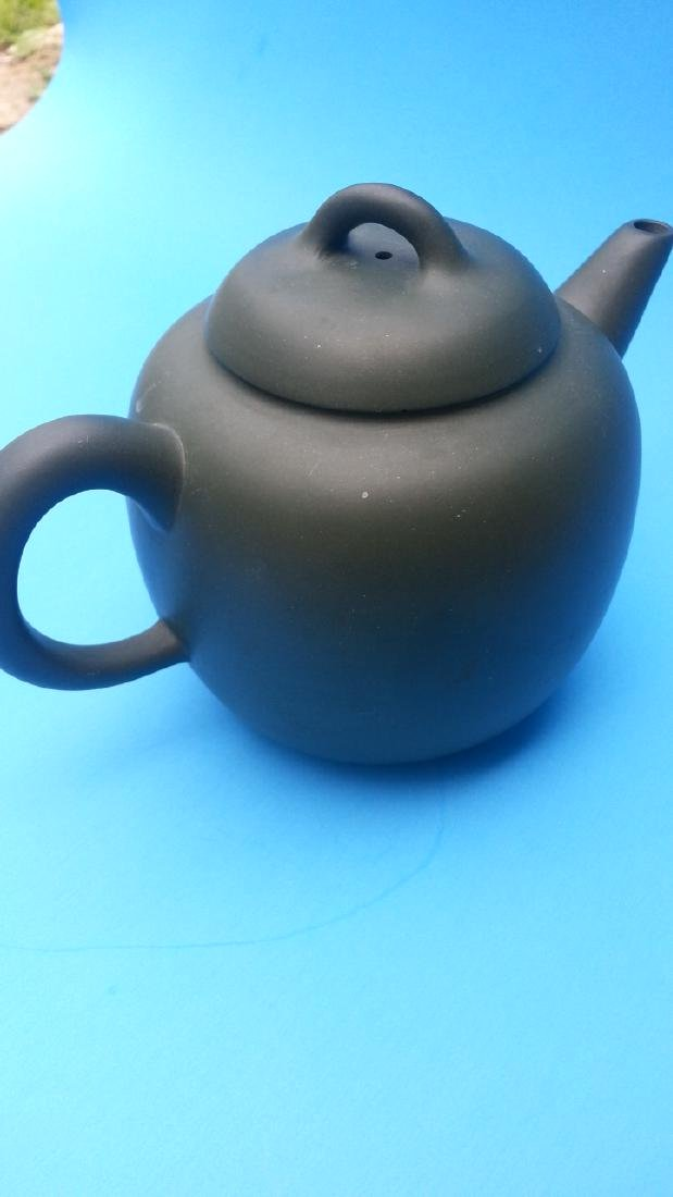 ANTIQUE Chinese Teapot.
