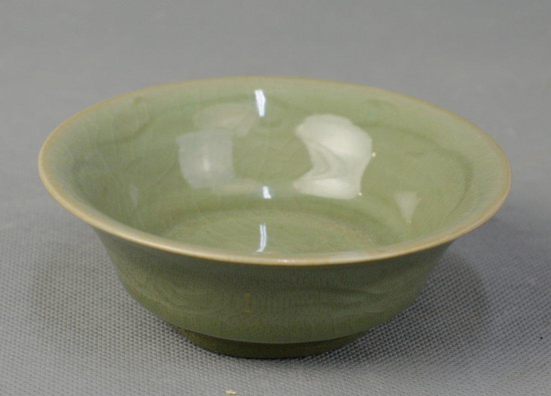 A Celadon Bowl with Engraved Flowers, Ming Dynasty