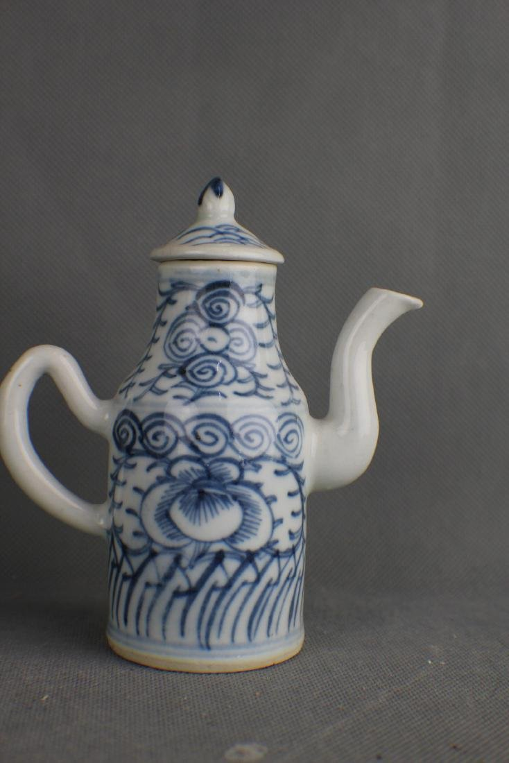 JIA QING QING DYNASTY BLUE AND WHITE POT