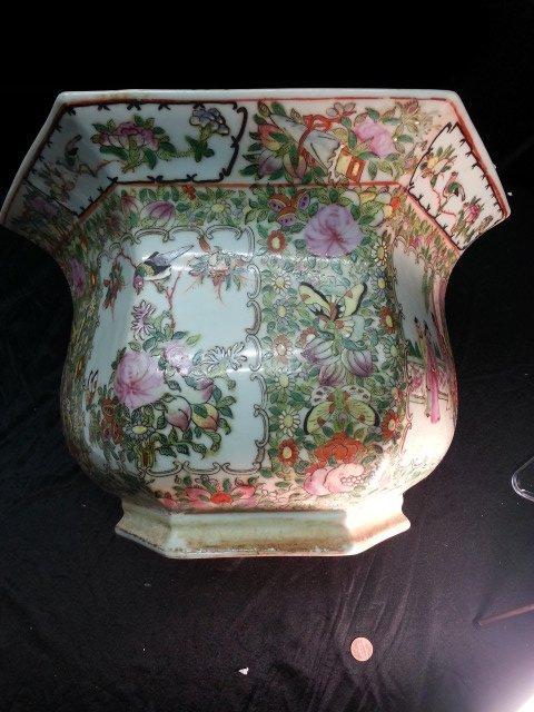 Famille Rose Procelain flower pot