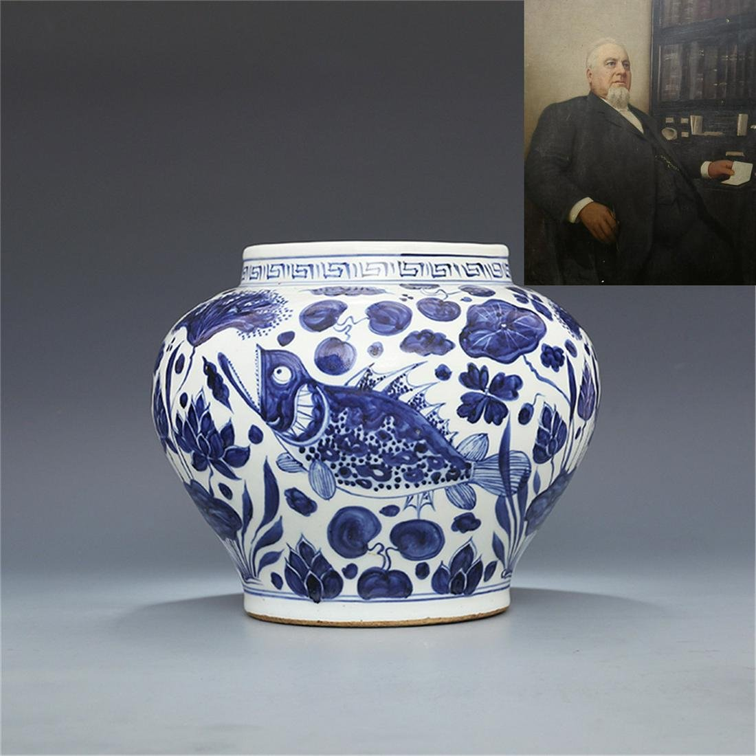 Ming Xuande hand-painted blue-and-white fish algae