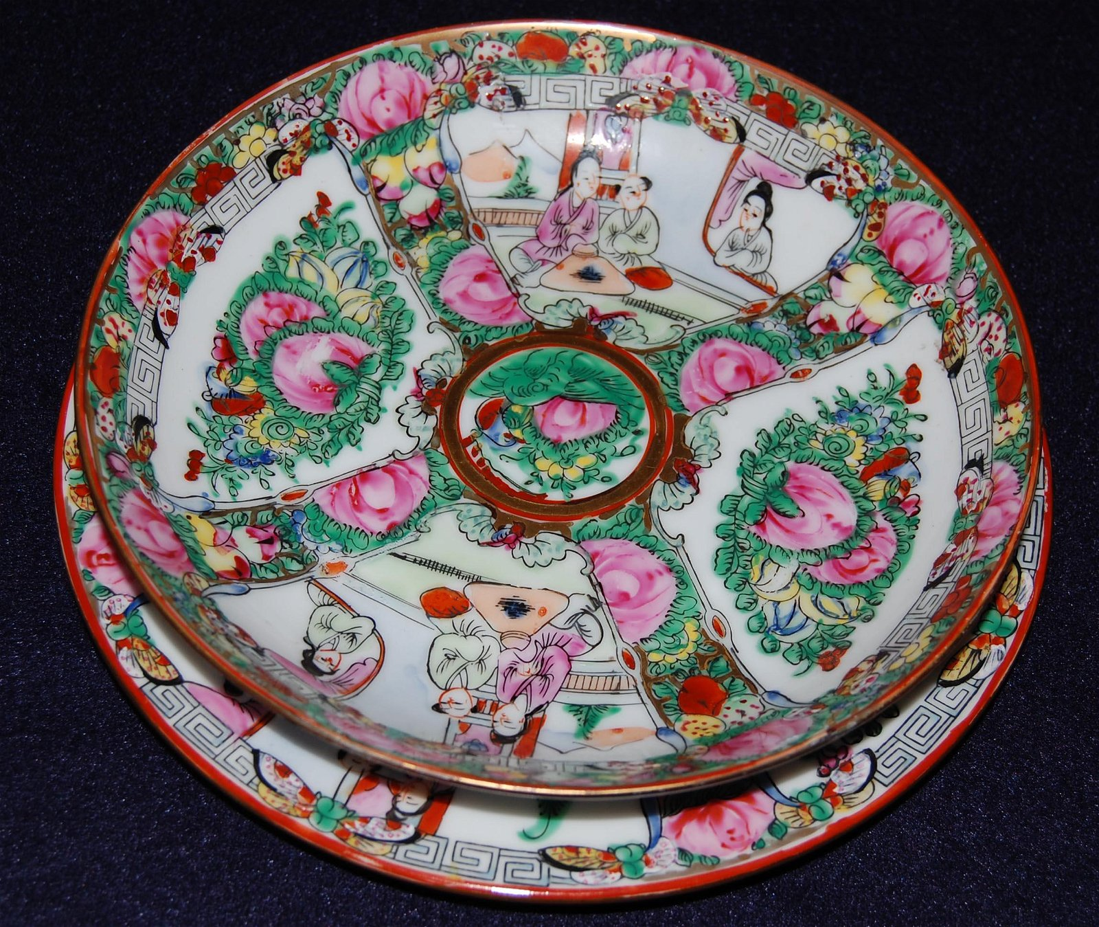 A set of Famille Rose Plate in Flower & Figure Pattern,