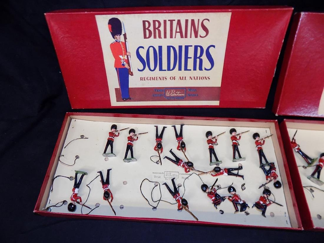 (2) BRITAIN'S Lead Toy Soldiers - Grenadier Guards - - 2