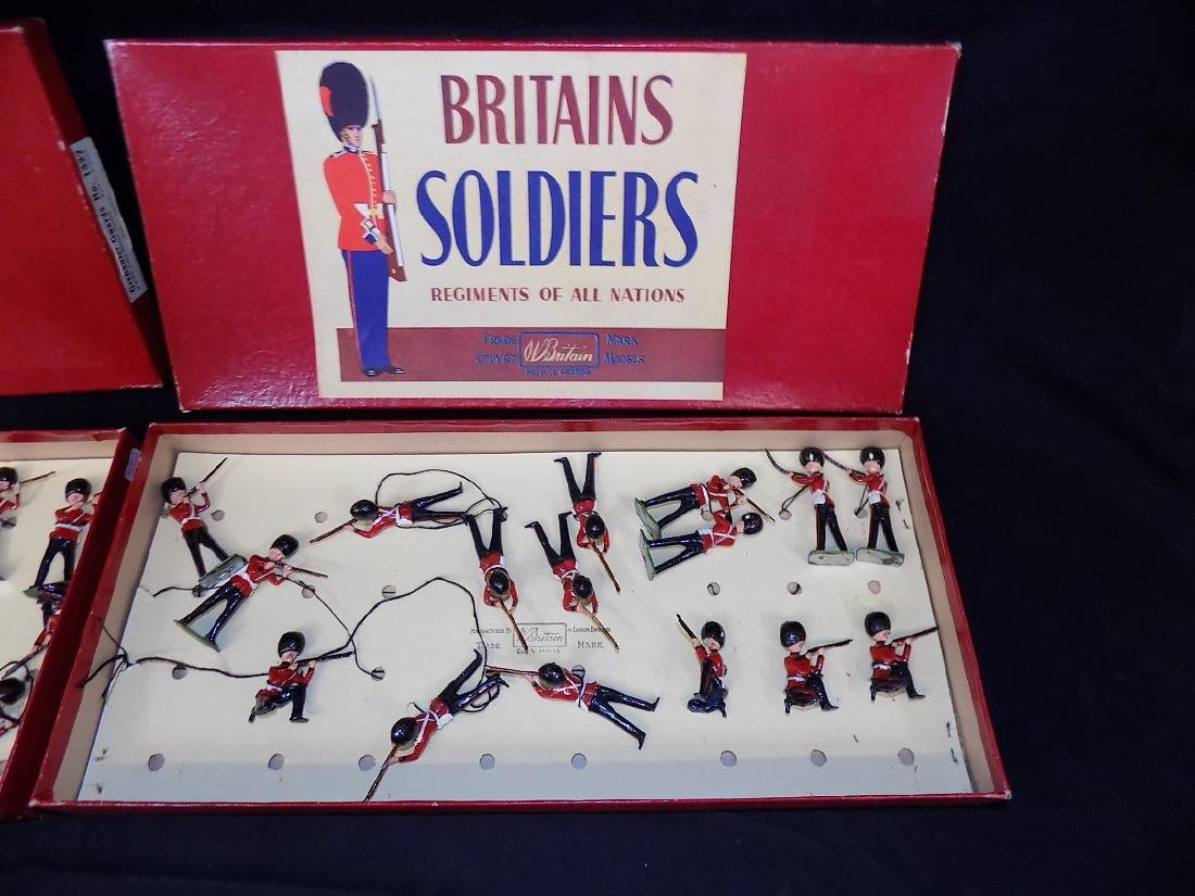 (2) BRITAIN'S Lead Toy Soldiers - Grenadier Guards - - 3