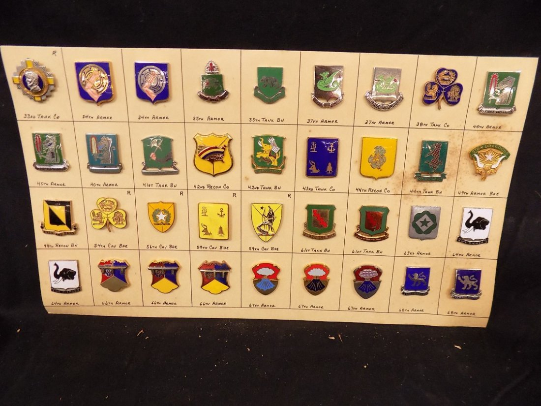 (36) United States Military Pins 33rd Tank Co. 40th Arm