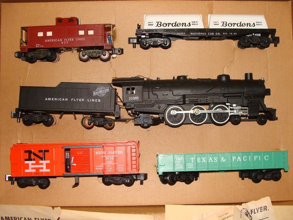 9: American Flyer 20249 Complete set in Box w 21085 Loc