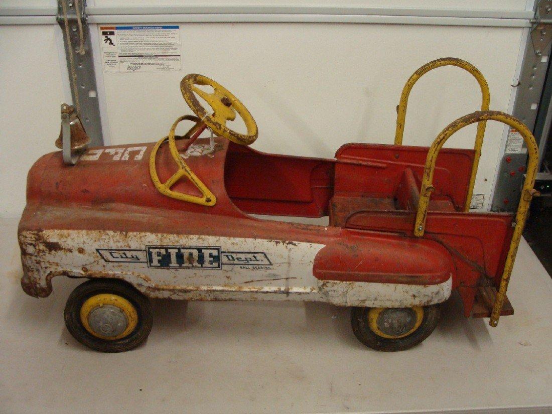 11B: Murray Mfg Vintage City Fire Dept. Pedal Truck