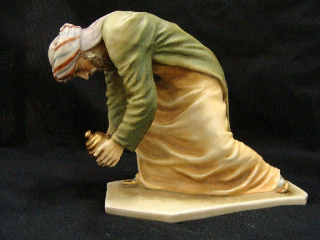 9: Borsato 7623/2 Wiseman on bended Knee Nativity Piece