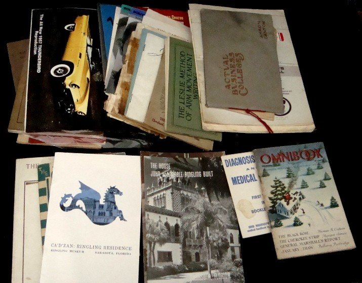 329: Mixed Paper Lot, Booklets, Catalogs