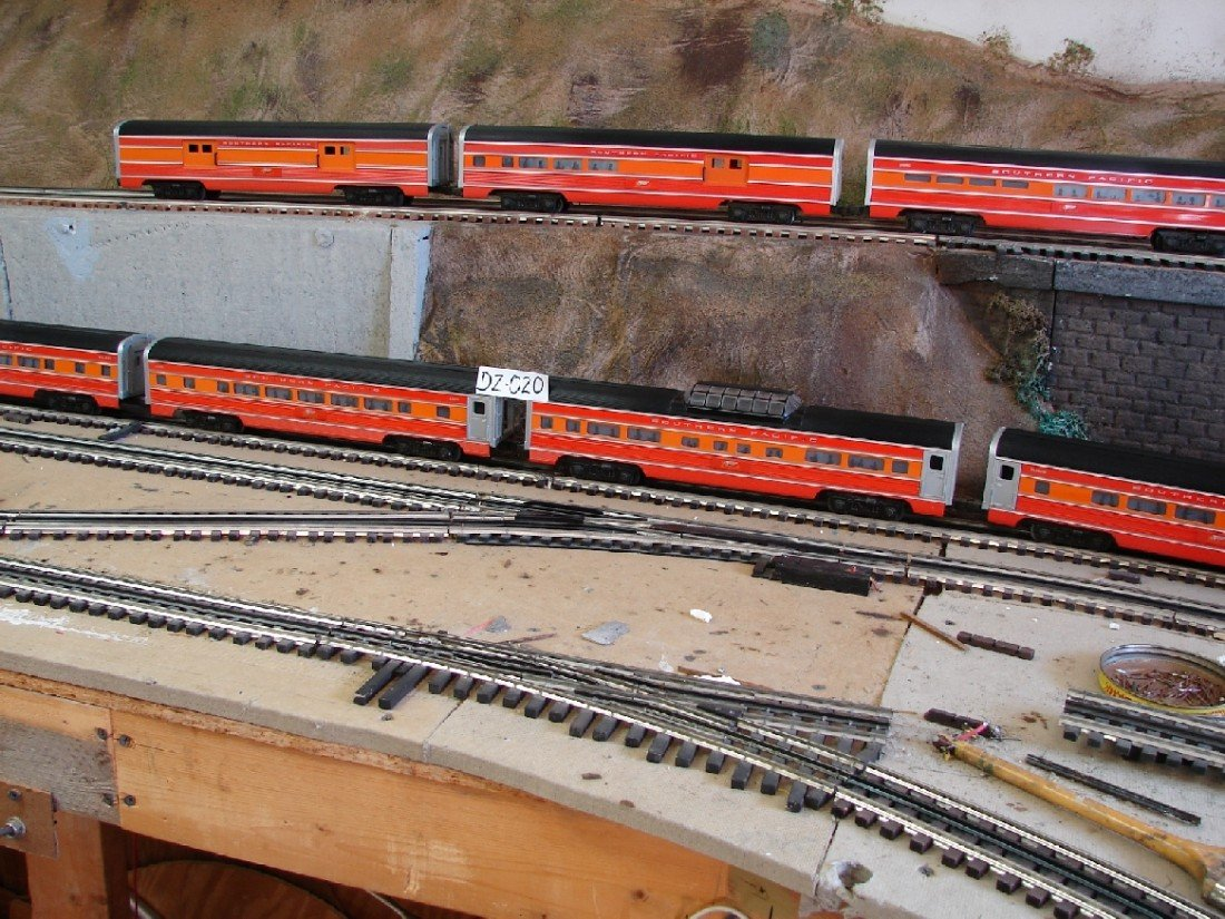 20: Williams 7 Car Southern Pacific Daylight Streamline