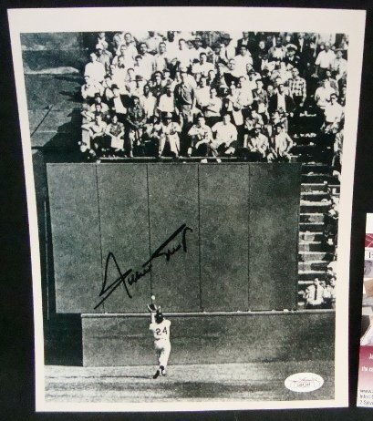 81: Willie Mays Autographed 'The Catch' 8x10 Photo