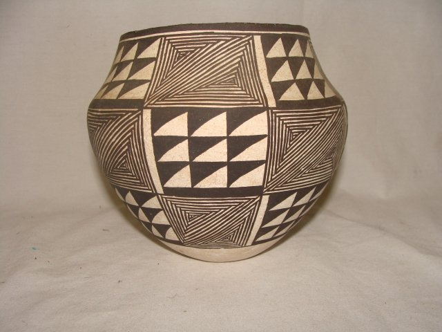265: Acoma Pottery Olla by Lucy Lewis