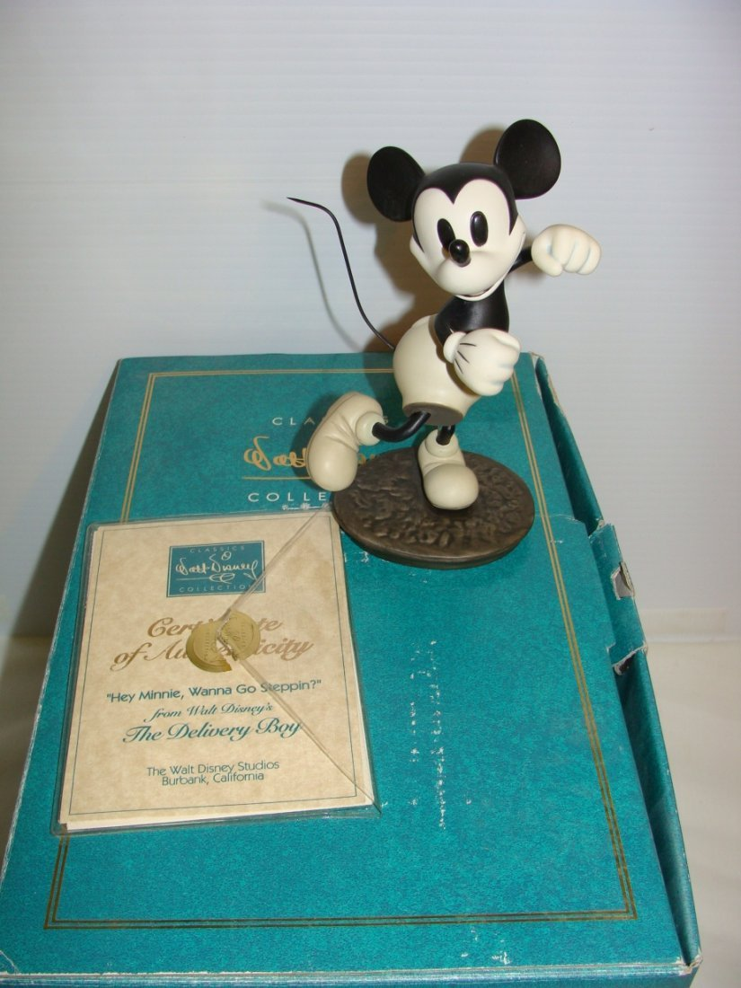 Disney Mickey Mouse Minnie Delivery Boy WDCC
