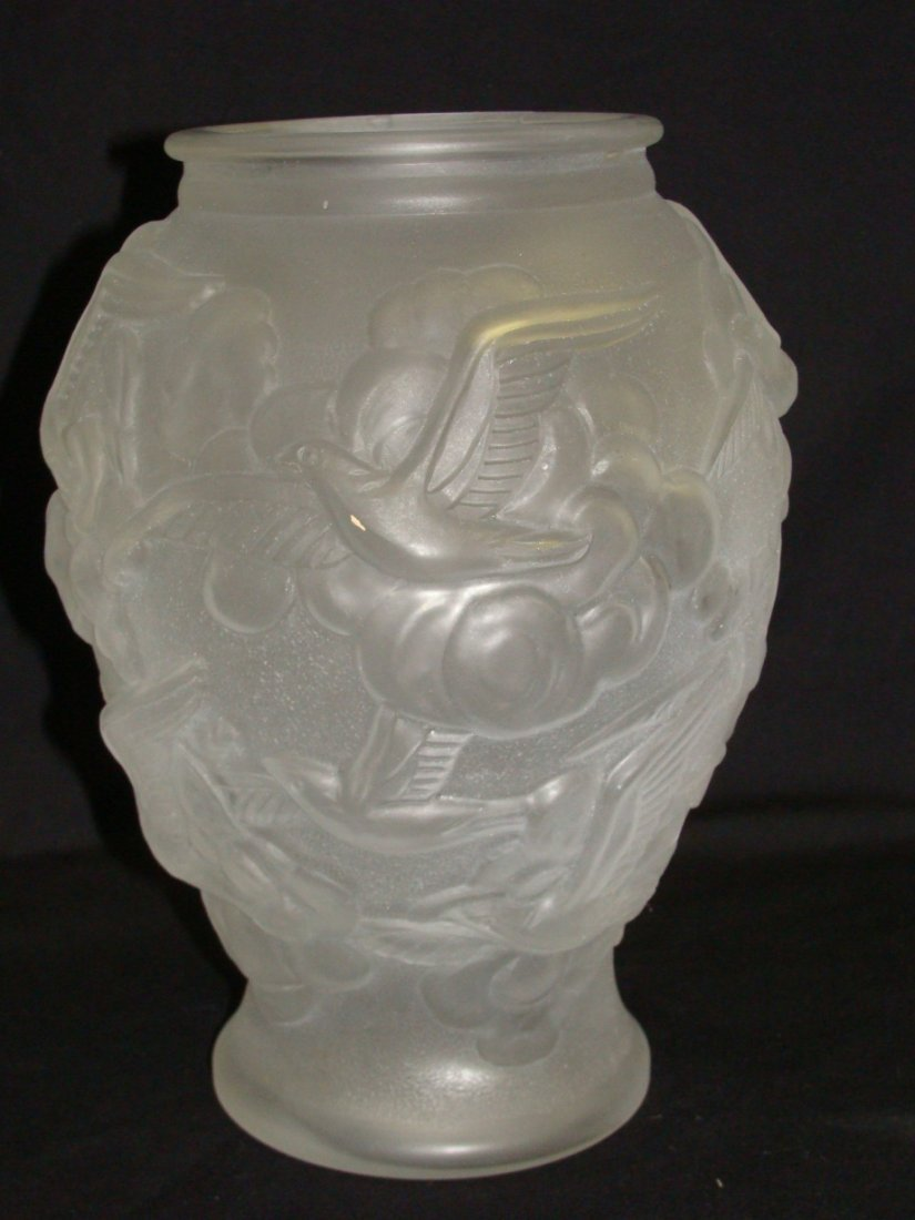 Art Deco Tchecoslovaquie Frosted Glass Bird Vase