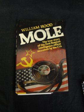 "William Hood ""mole"" Signed First Edition 1982 With Dust"