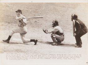 """1941 Joe Dimaggio Ap Wire Photo """"dimaggio Continues"""