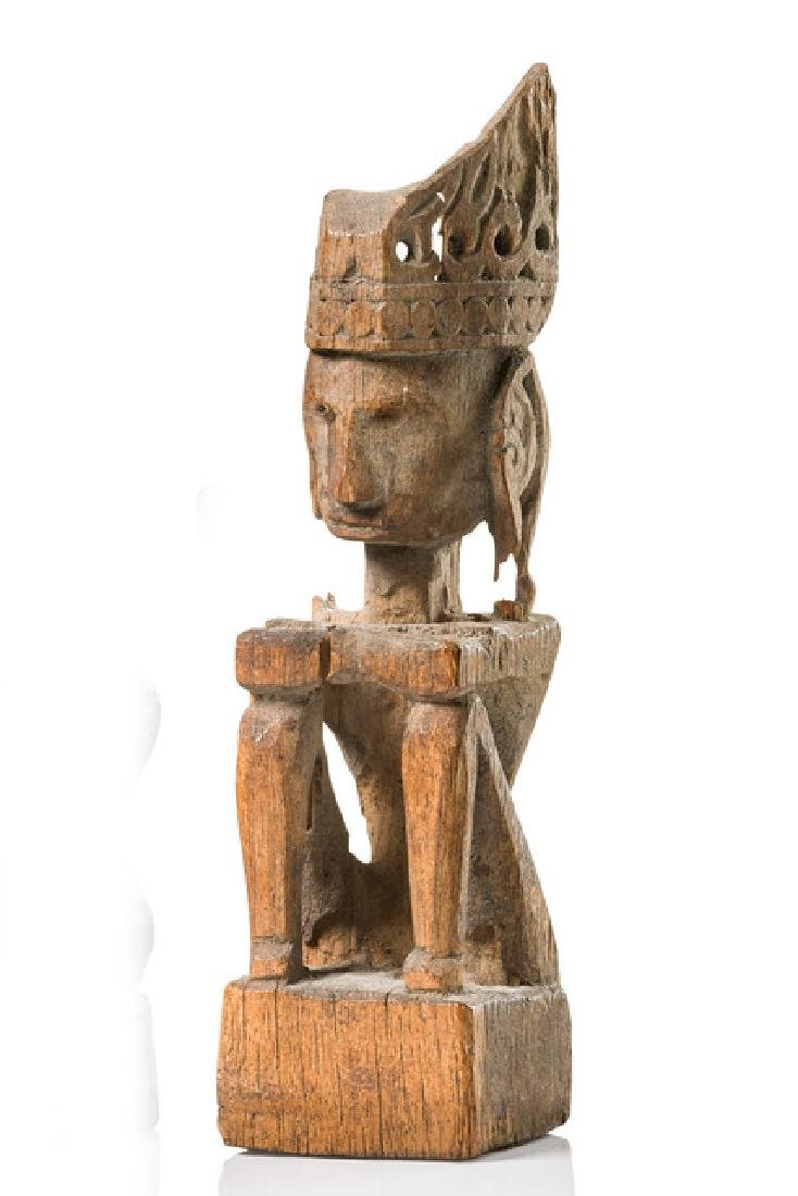 "Seated ancestor figure ""iene"" - Indonesia - Moluccas -"