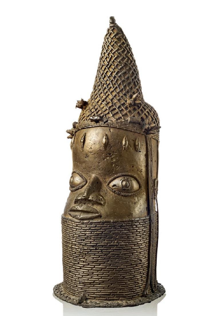 "Head of a Queen Mother ""uhunmwun eloo"", 19th century -"