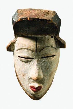 """Small Mask """"okuyi"""" - Gabon, Punu"""