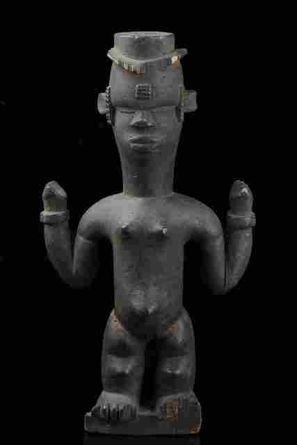 Standing female figure - Nigeria, Ibibio