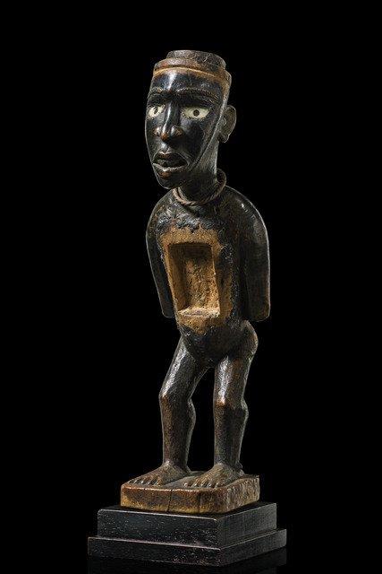 "Beautiful power figure ""nkisi"" - D. R. Congo,"