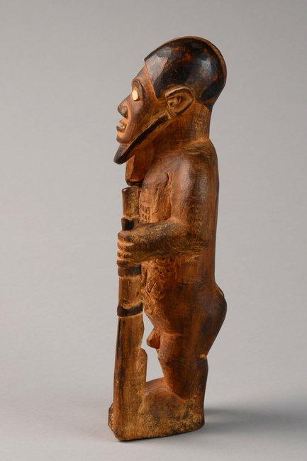 "Standing male figure ""mukuya"", before 1905 - D. R. - 2"