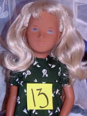 """16"""" Sasha in Original Long Print Dress, Serie Wrist"""
