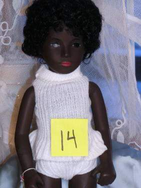 "16"" Sasha Black Cora, Serie Wrist Tag, Made in Engl"