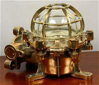 1281 MID 20th C SOLID BRASS SHIPS BULKHEAD LAMP