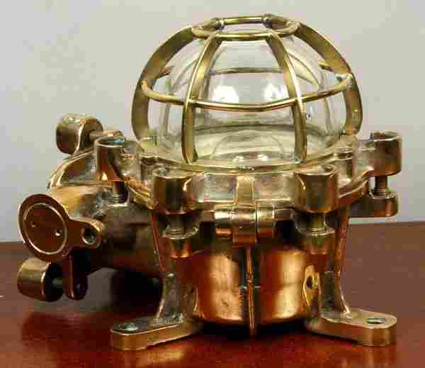 MID 20th C. SOLID BRASS SHIP'S BULKHEAD LAMP