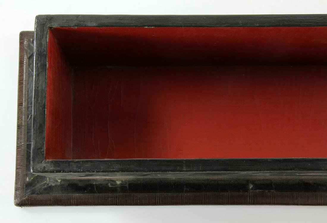 Large Chinese Gilt and Black lacquered Scroll Box - 4
