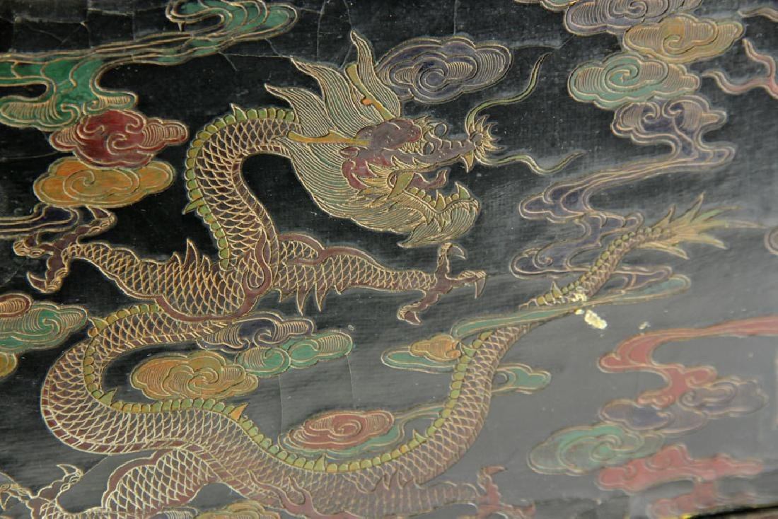Large Chinese Gilt and Black lacquered Scroll Box - 7