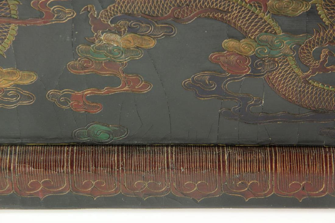 Large Chinese Gilt and Black lacquered Scroll Box - 9
