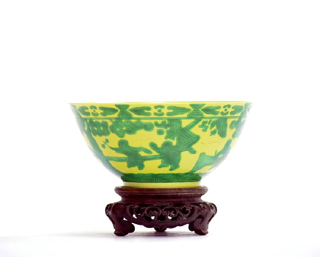 Fine Chinese Yellow and Green Eight Princes Bowl