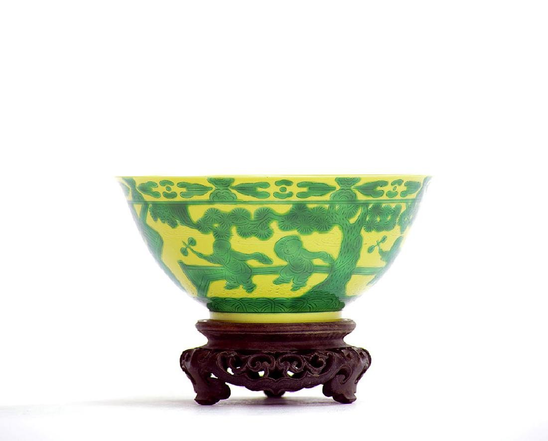 Fine Chinese Yellow and Green Eight Princes Bowl - 3