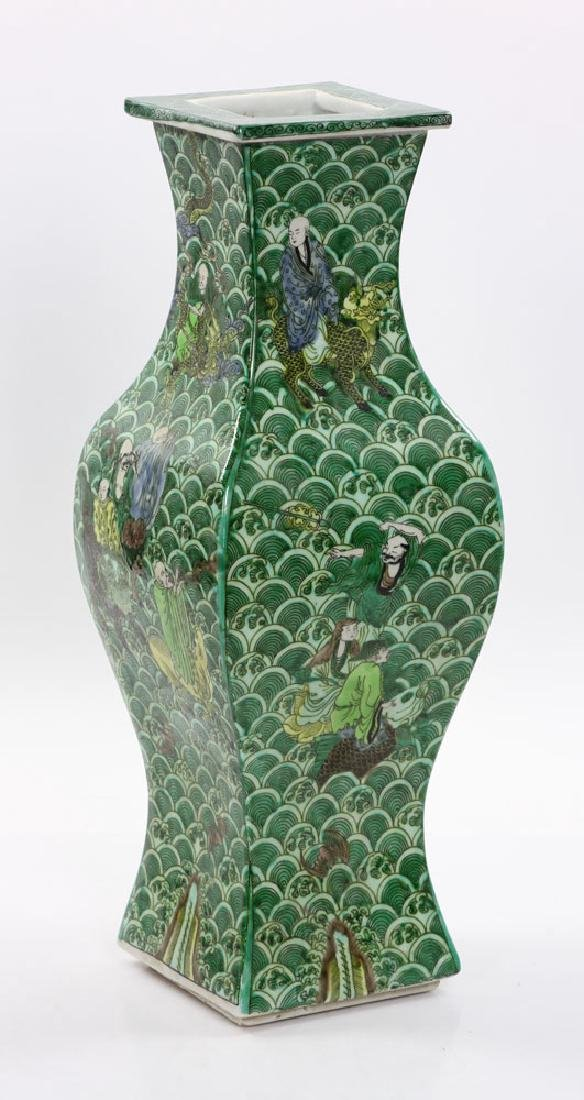 Chinese Square Shaped Famille Verte Vase - 3