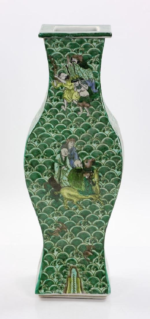 Chinese Square Shaped Famille Verte Vase - 4