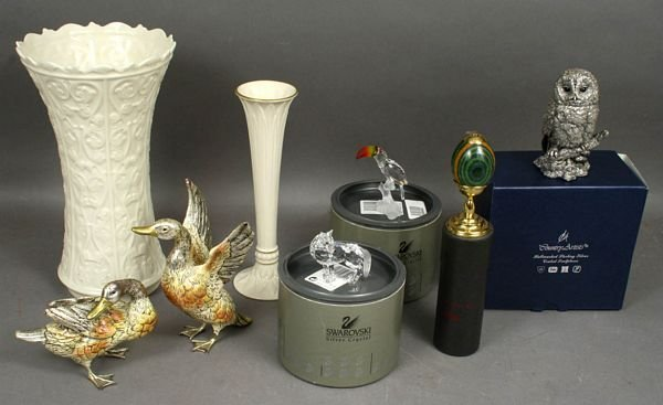1009: COLLECTION OF EIGHT (8) 20th C. DECORATIVE ITEMS