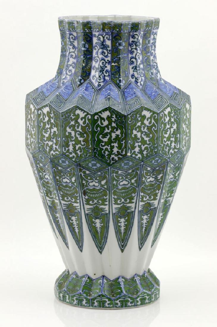 Japanese Meiji Period Unusual Porcelain Urn - 3