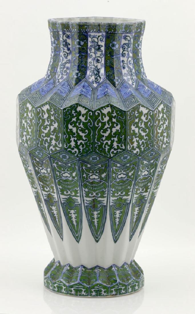 Japanese Meiji Period Unusual Porcelain Urn - 4