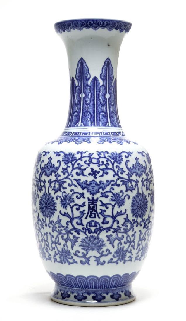 grand chinese blue u0026 white vase