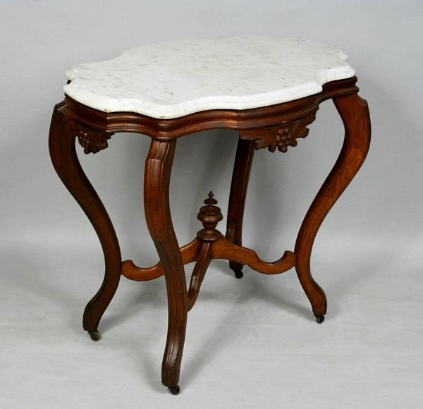 3010: 19th C. VICTORIAN WALNUT TURTLE-TOP TABLE